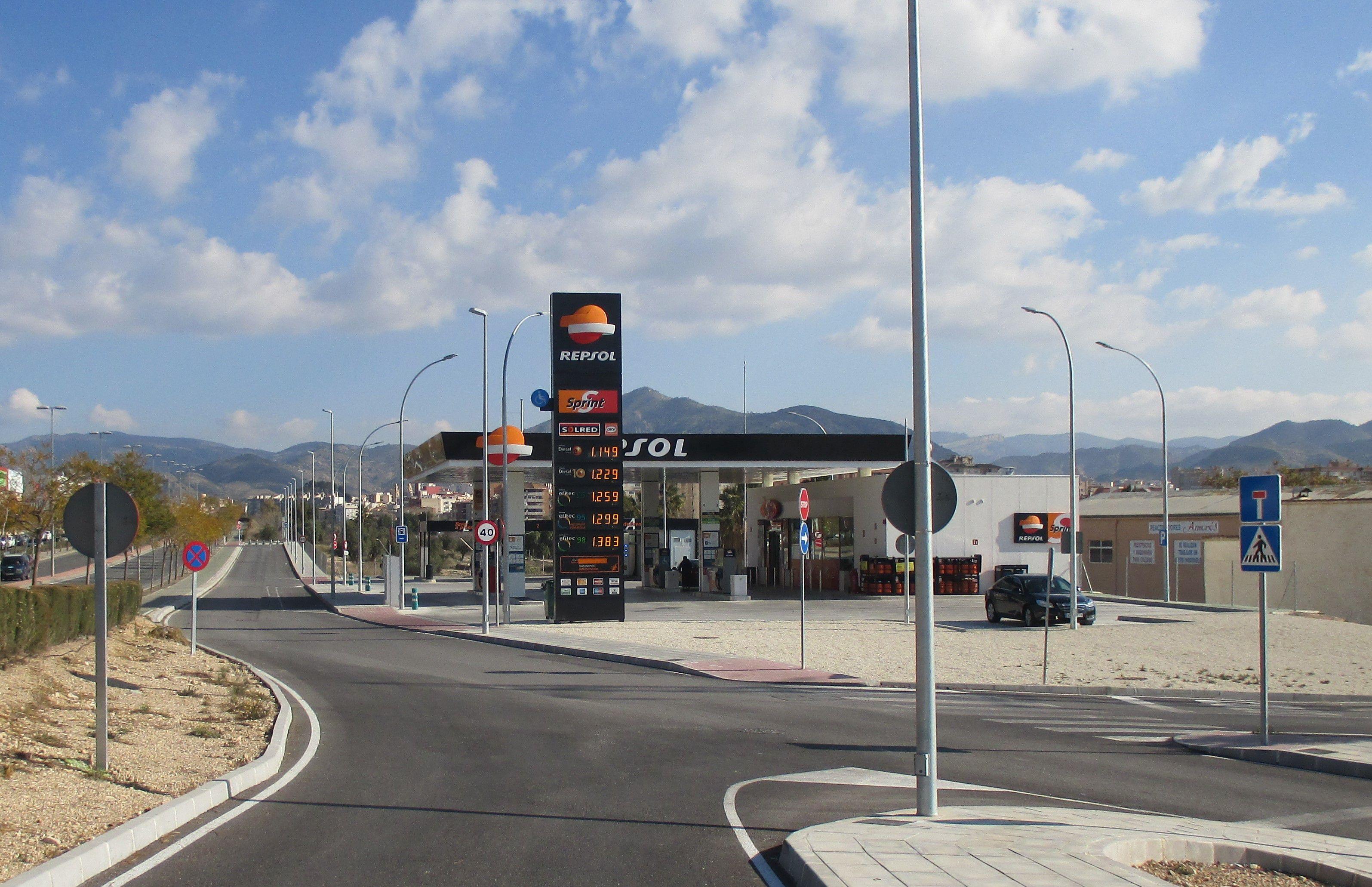 Gasolinera Repsol Elda Centro Excursionista (carretera Elda-Monóvar)